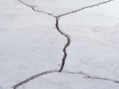 Чем замазать трещины в цементе