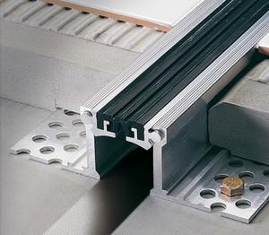 Герметизация швов в бетонных покрытий
